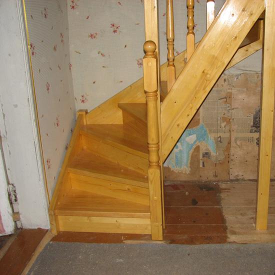 Как сделать поворотную лестницу на второй этаж самому